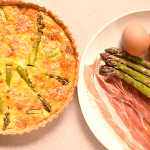 Low carb quiche with asparagus