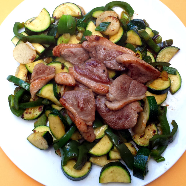 Low-carb dinner: duck breast with green veg